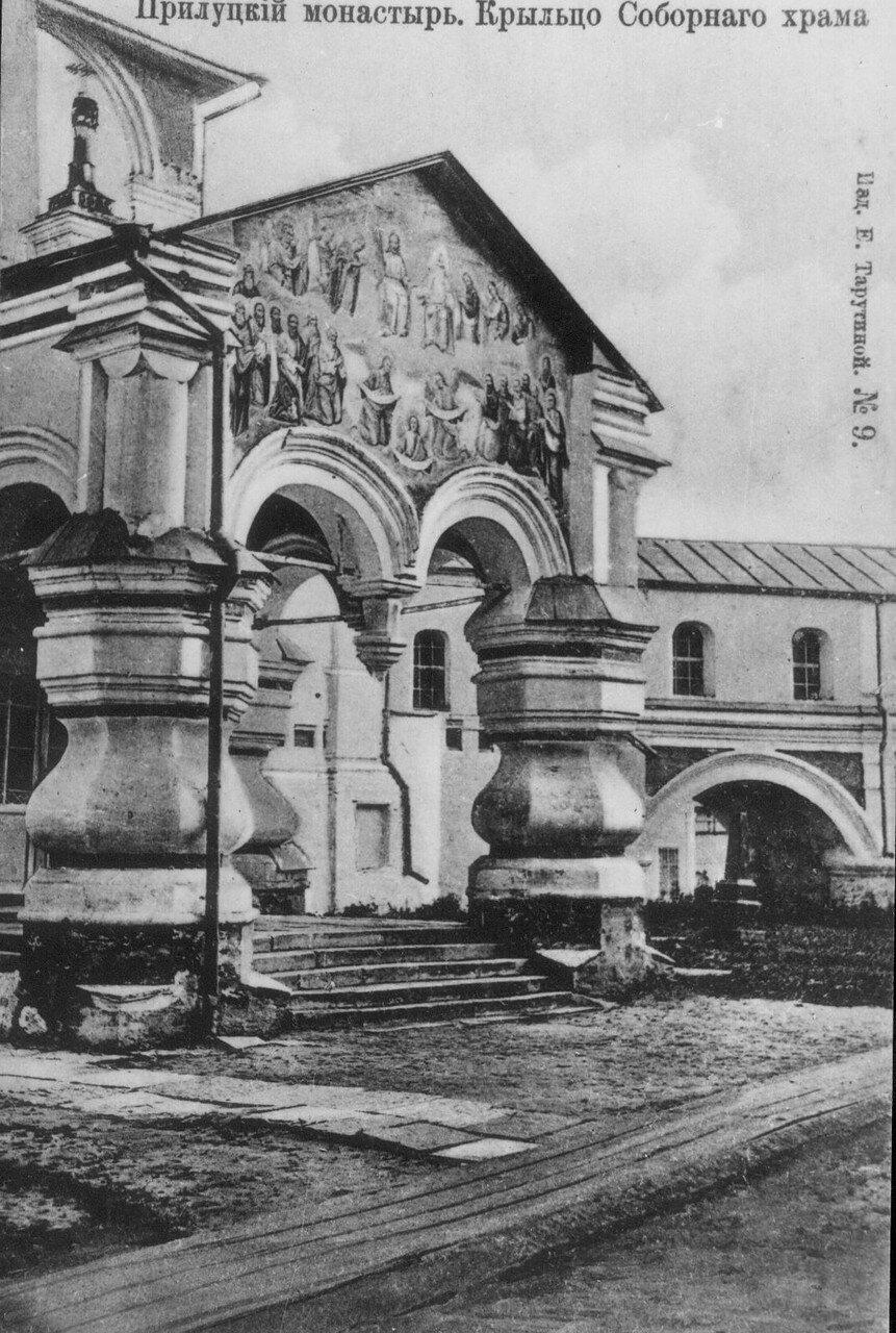 Окрестности Вологды. Прилуцкий монастырь. Крыльцо Соборного храма