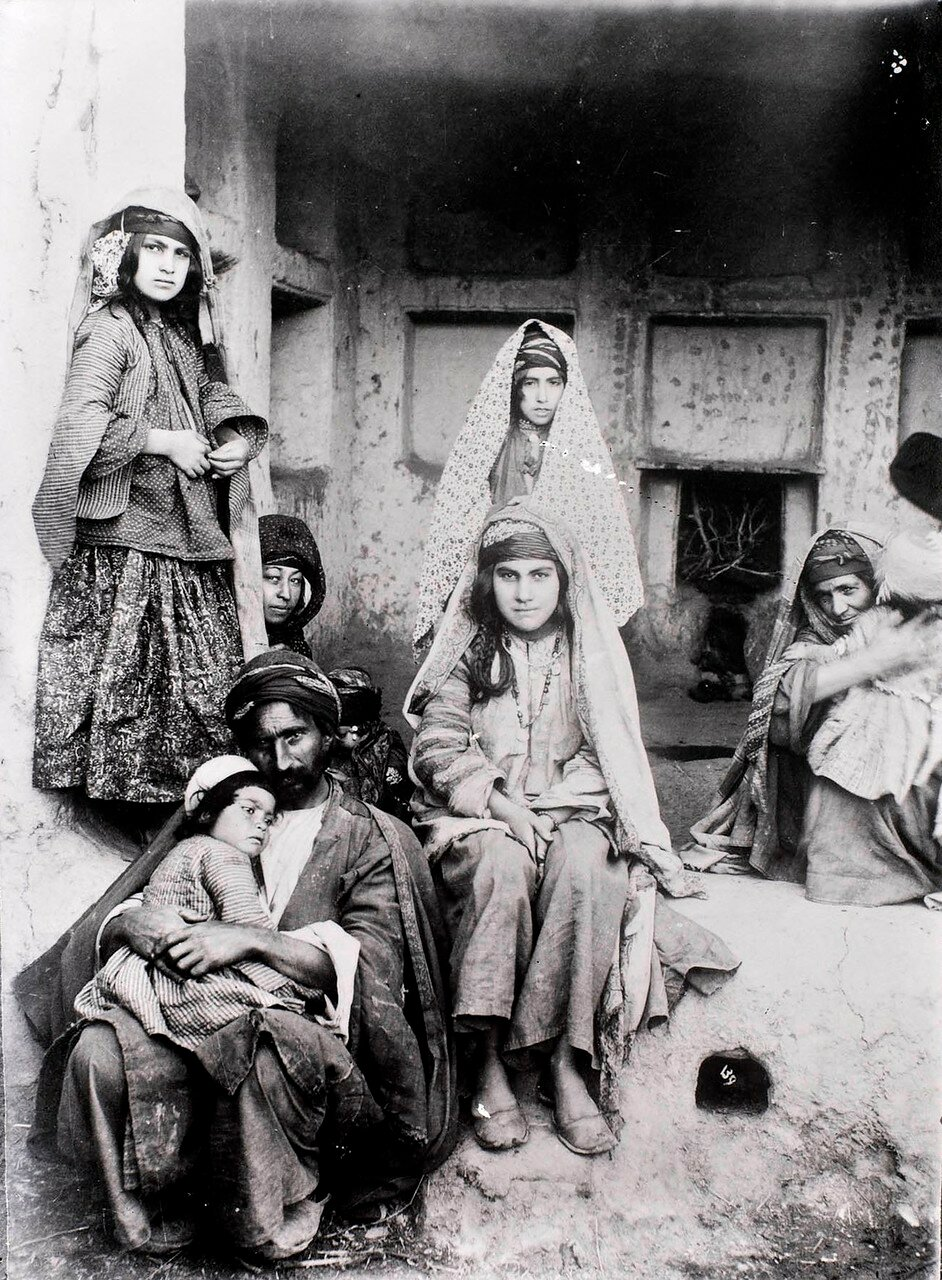 Семья курдов