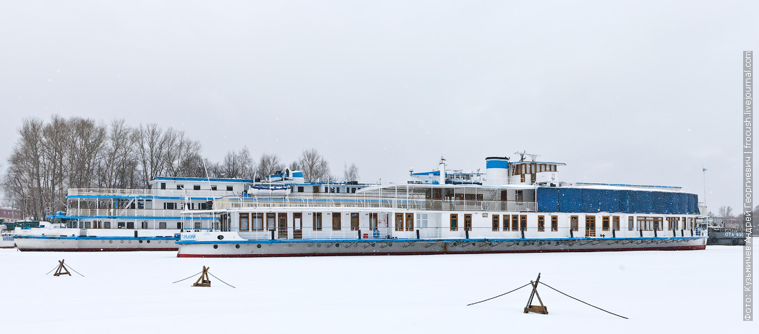 зима 2015 Хлебниково теплоход Иван Крылов и ретро-теплоход Максим Горький
