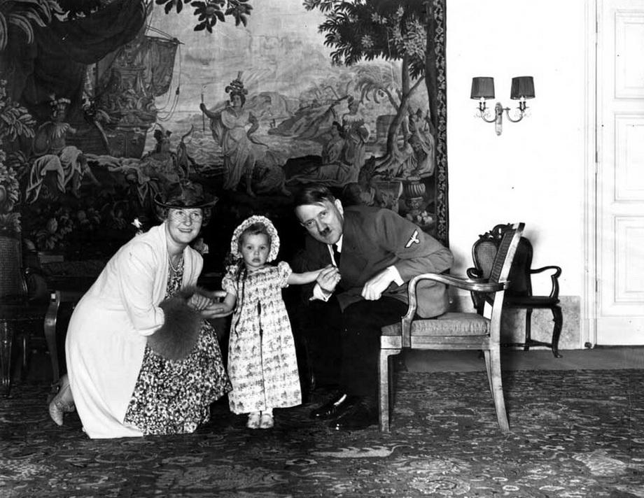 Гитлер с Эмми и Эддой Геринг. 1940 г.