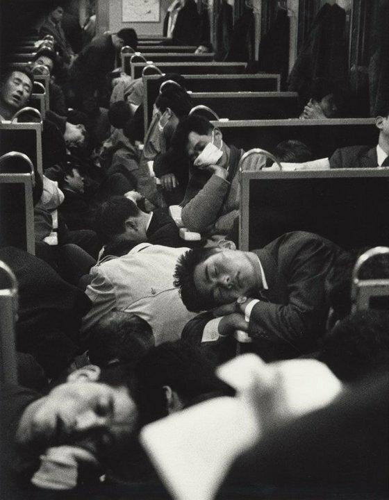Утренний поезд, Япония, 1964 год.jpg