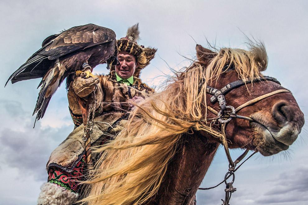 7. Было время, когда по всей Центральной Азии они славились, как самые искусные сокольничие. Их «зо