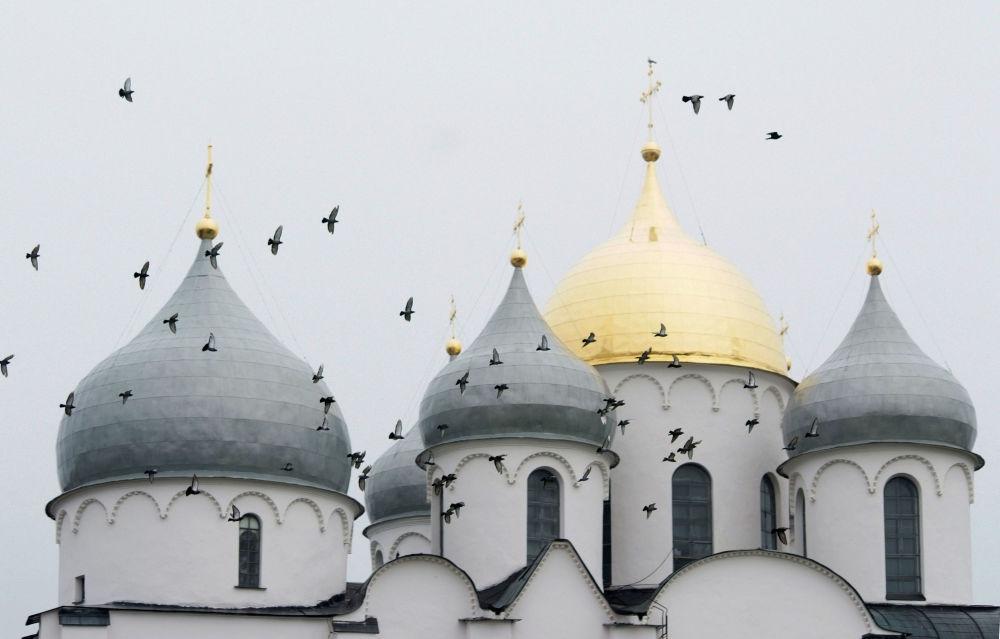 Исторические памятники Новгорода и окрестностей — собирательное название, под которым ЮНЕСКО в 1992