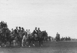 Император Николай II и итальянский король Виктор Эммануил III на параде войск.