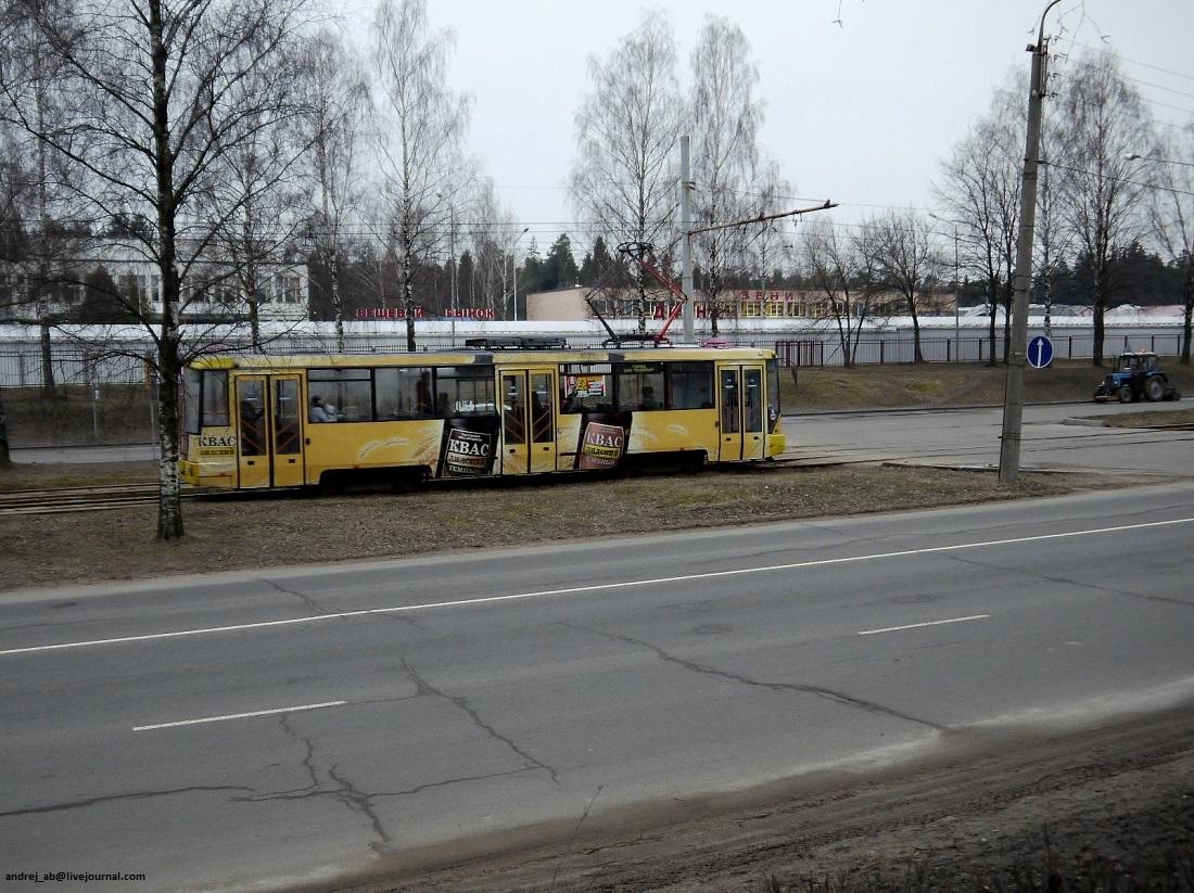 Трамвай с рекламой Лидского кваса в Новополоцке.