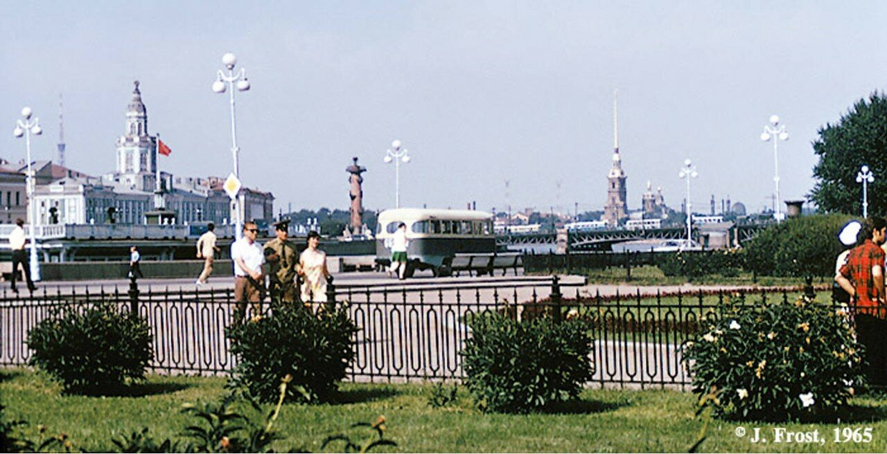 1965. Ленинград. Вид на Петропавловскую крепость и Ростральную колонну