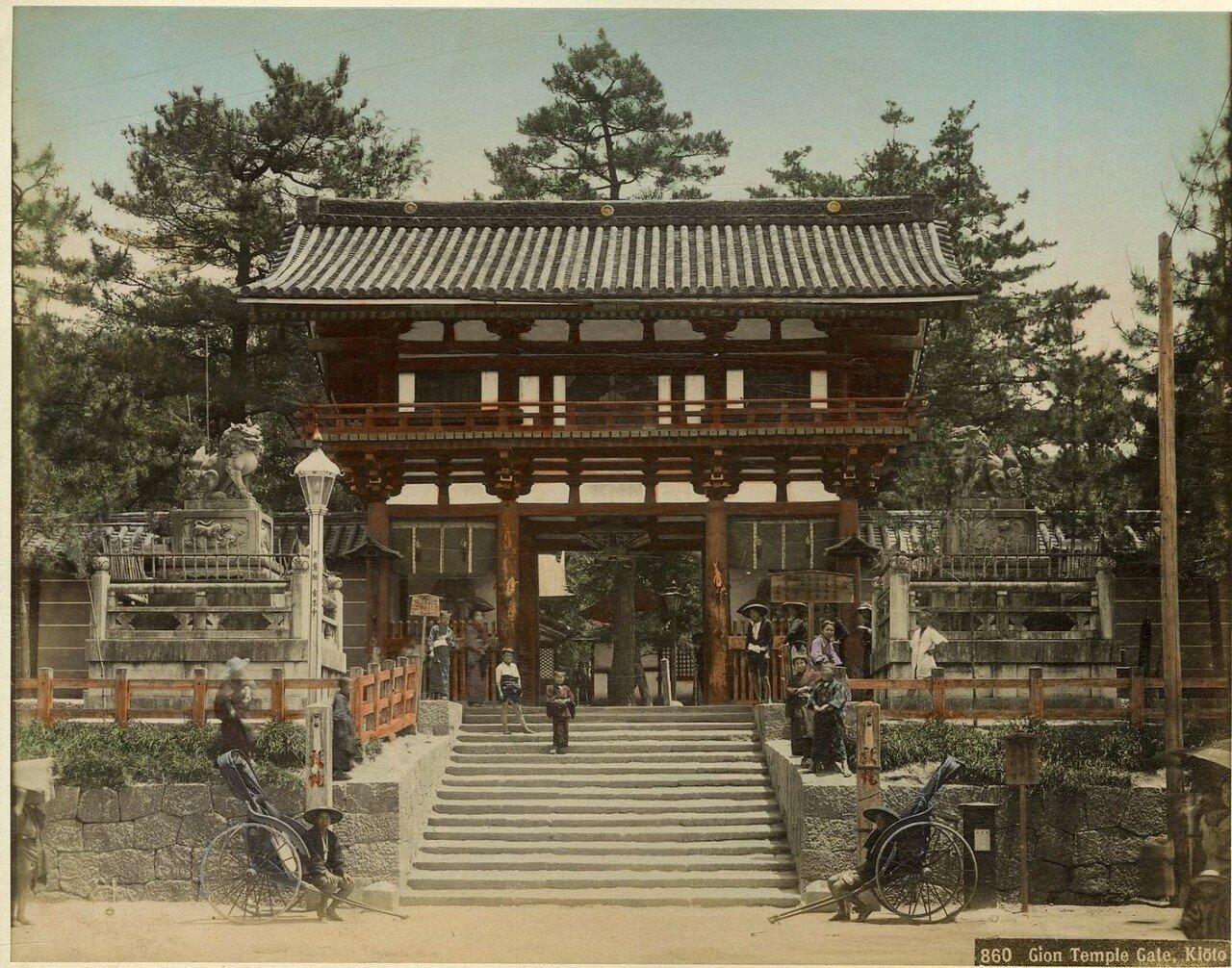 Киото. Ворота храма Гион Тэндзин