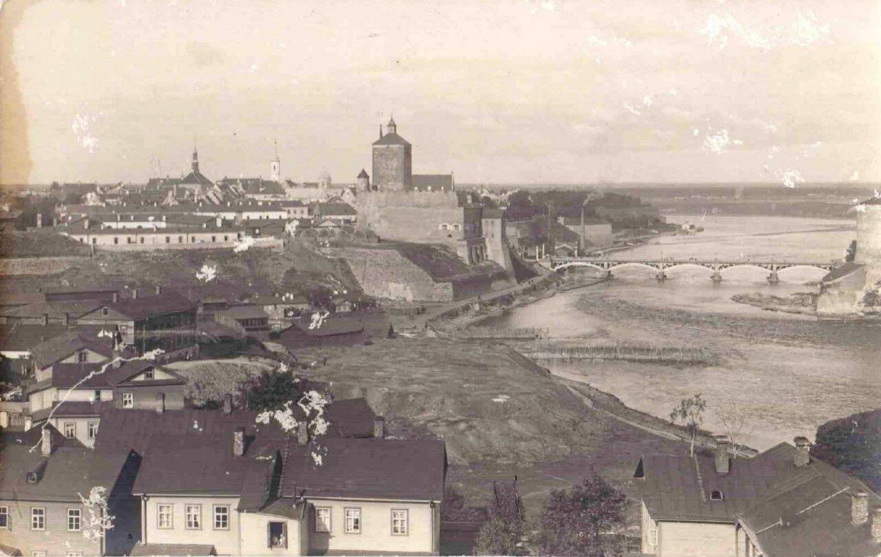 Вид на замок и старый город с юга