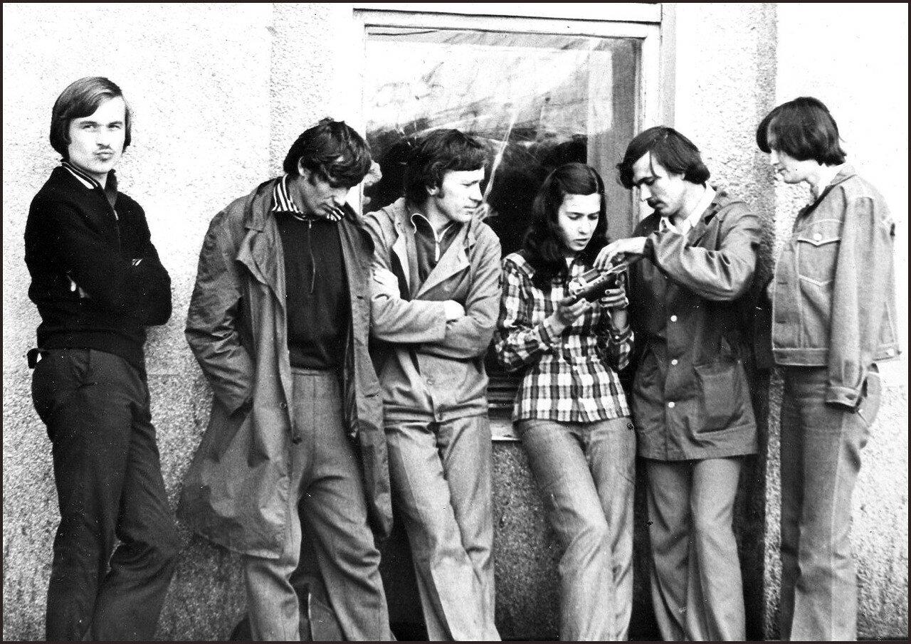 1978. Студенты ОмПИ в ожидании электрички