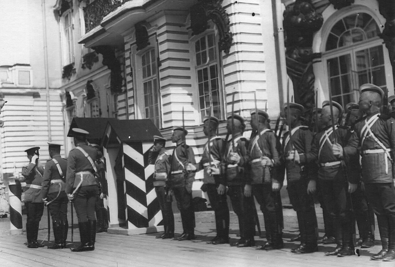 07. Смена караула у Екатерининского дворца во время смотра