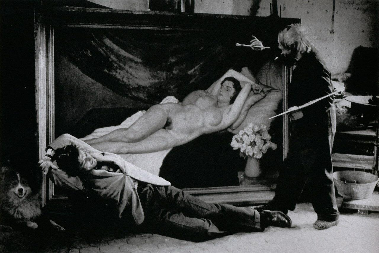 1944.  Пикассо и Жан Марэ играют в художника и модель