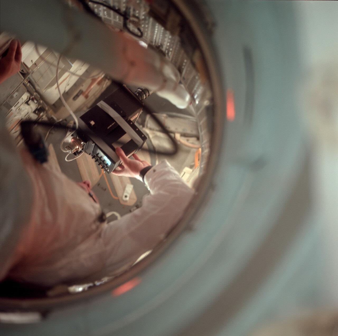1969. Бортовая телекамера была цветной и давала изображение хорошего качества. Трансляция продолжалась чуть больше 16 минут
