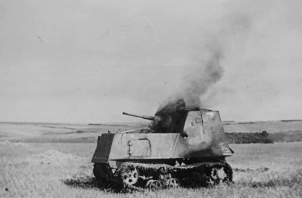 Бронетрактор ХТЗ-16 подбитый в р-не Сталинграда.