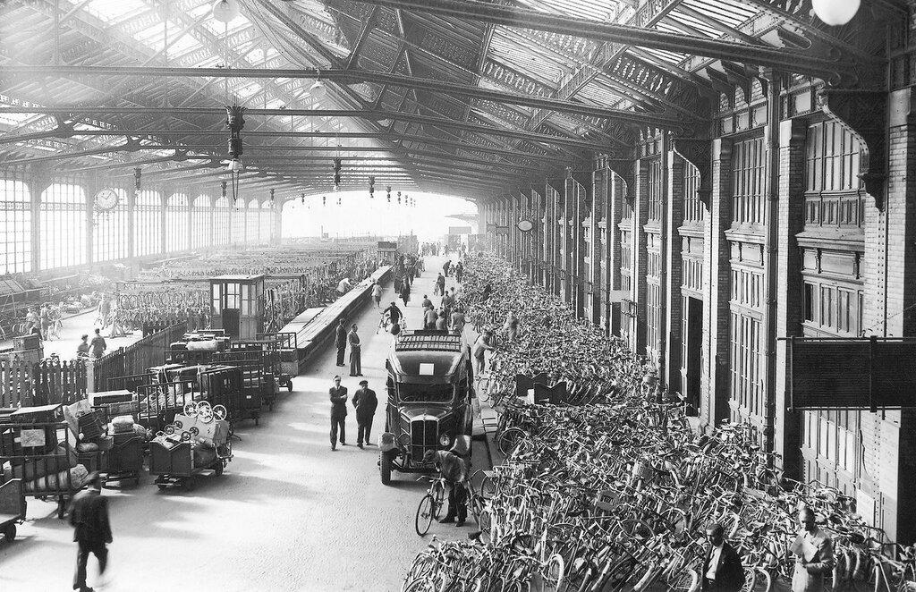 1948 august retour de vacance Paris Gare de Lyon.jpg