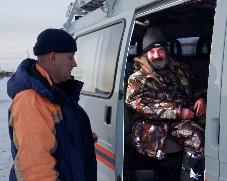 Магаданские спасатели экстренно эвакуировали рыбака из бухты Гертнера