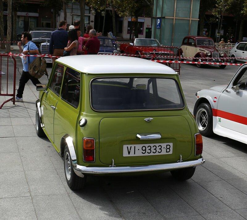 Парад ретроавтомобилей в Логроньо.  Mini