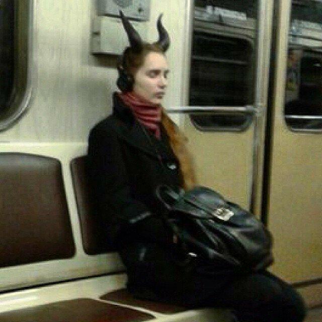 самые-странные-люди-в-метро13.jpg