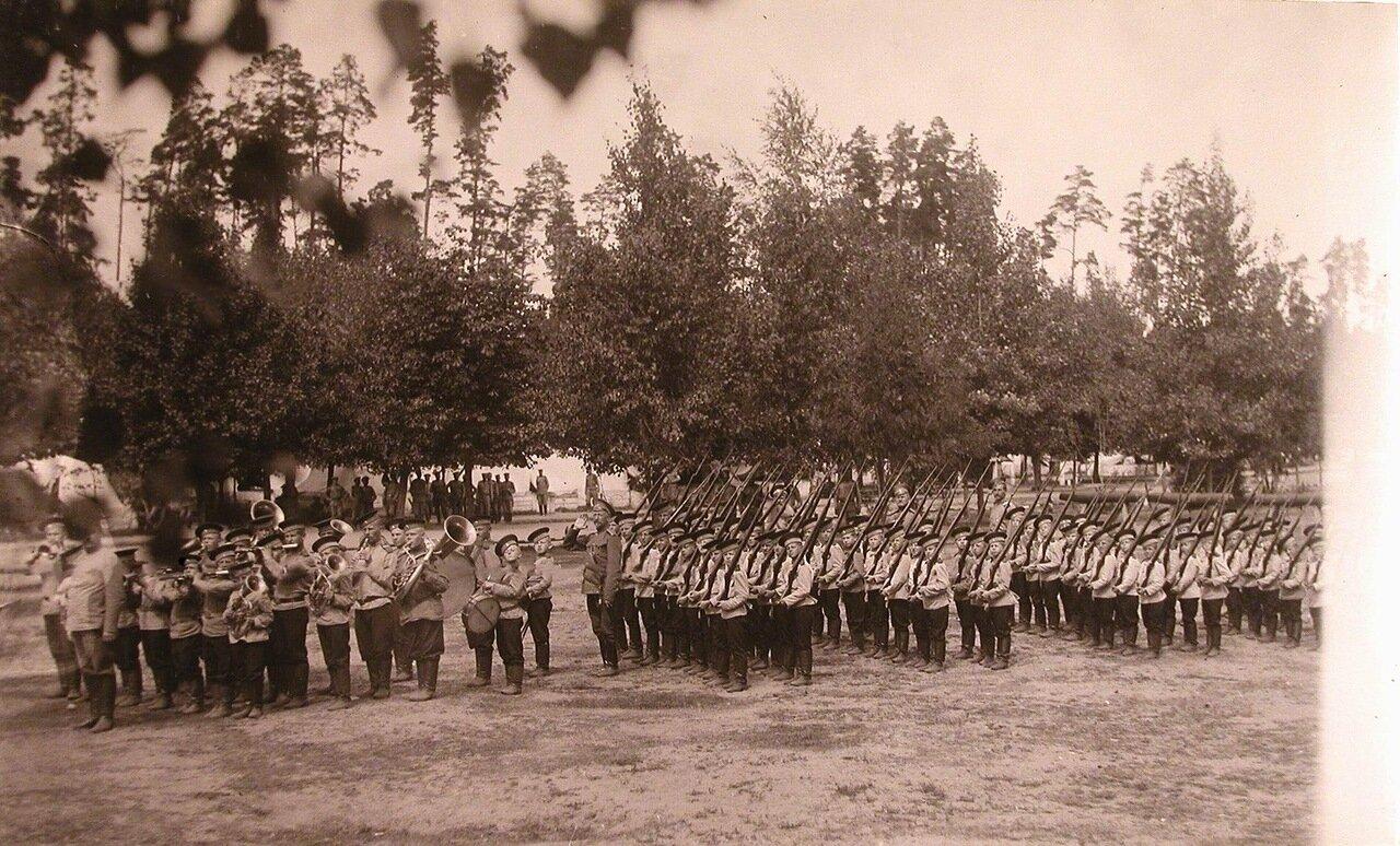 20. Потешная рота и духовой оркестр потешных в строю