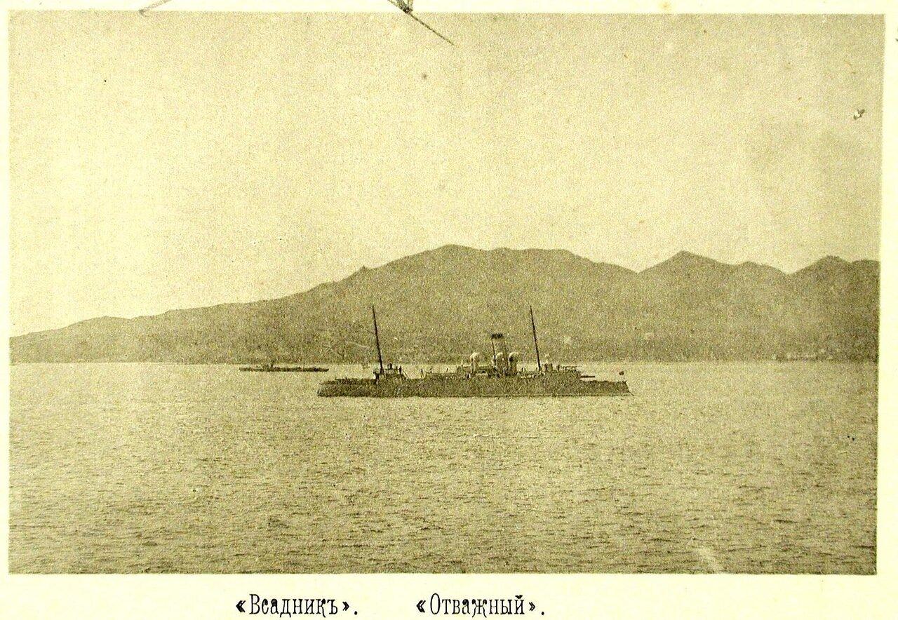 56.  Уход минного крейсера Всадник в Шанхай для исправления повреждений; на первом плане - мореходная канонерская лодка Отважный.20 мая 1895