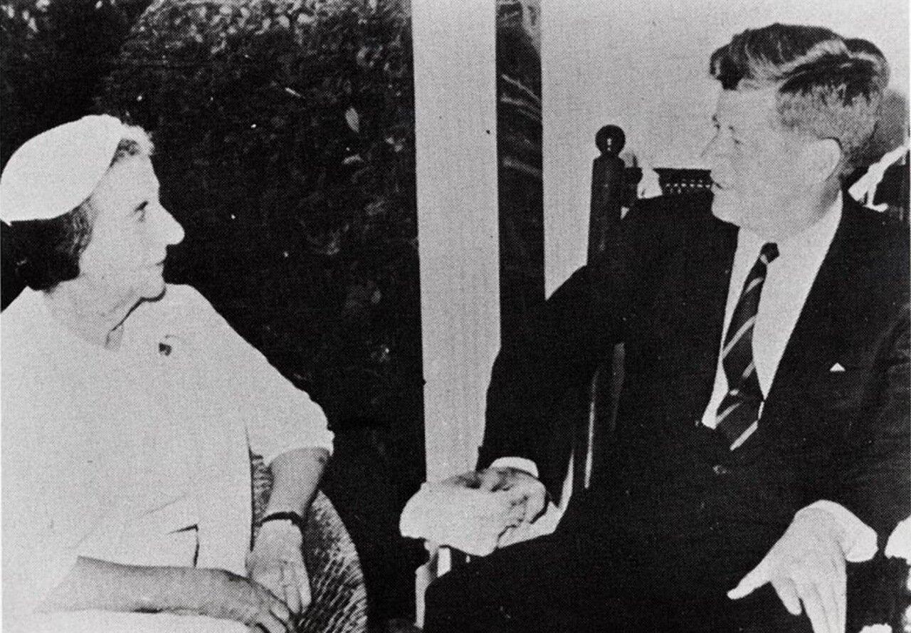 1962.  Голда Меир с президентом Джоном Ф. Кеннеди в Белом доме.