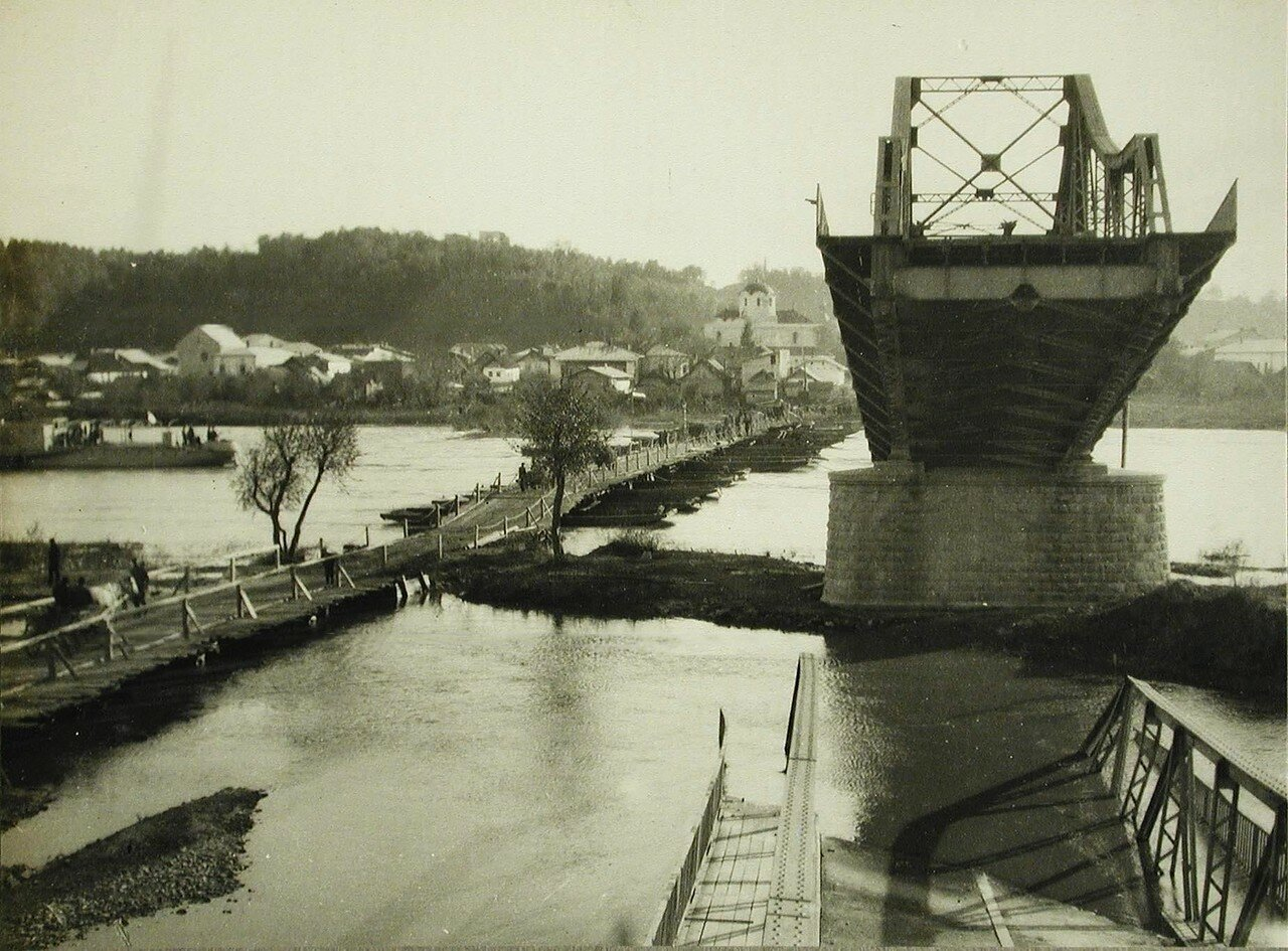 02. Вид части моста через Днестр, разрушенного австрийскими войсками при отступлении