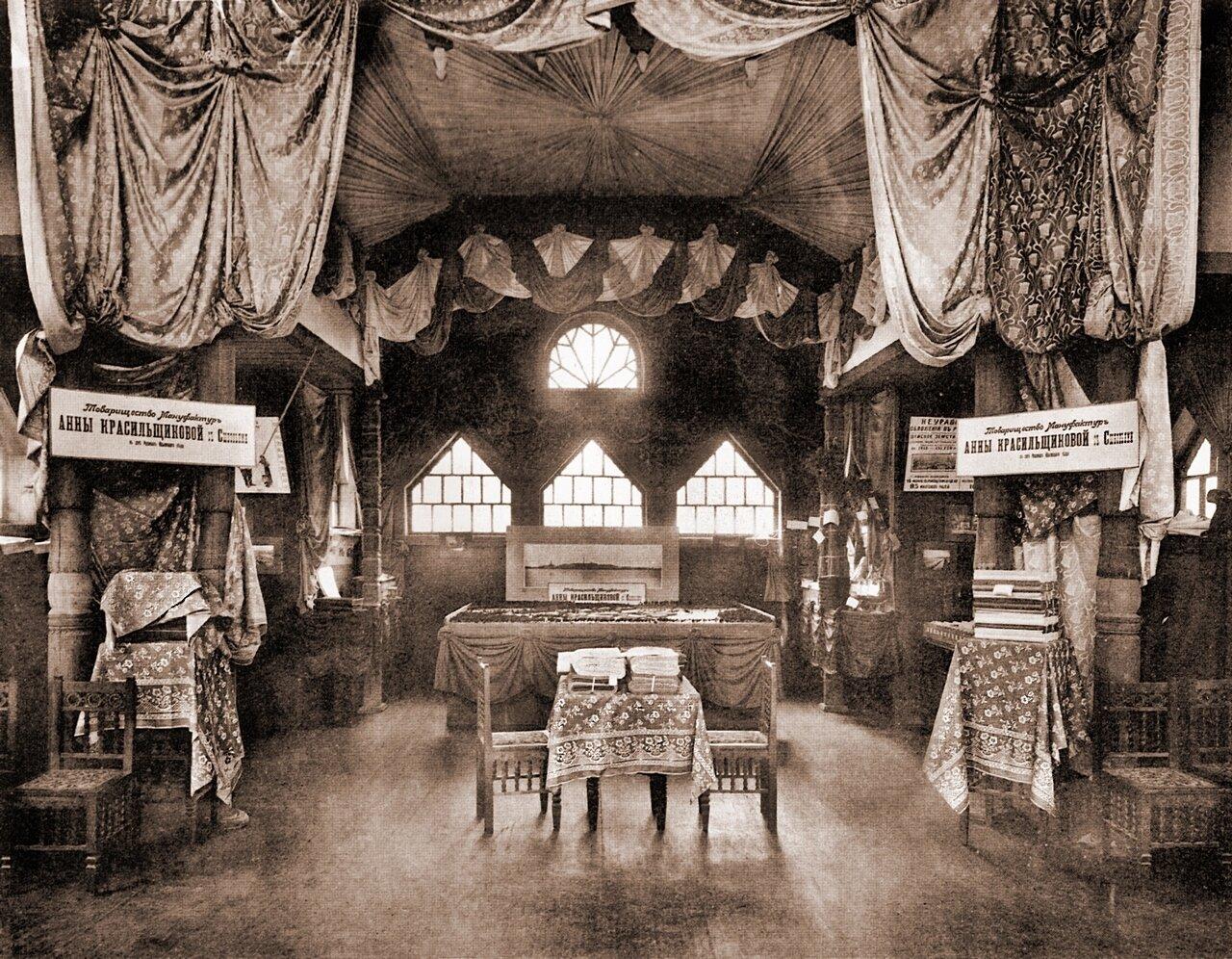 Интерьер павильона «Товарищество мануфактур Анны Красильщиковой  и сыновей»