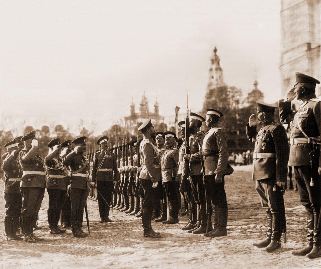 Николай II принимает караул от 183 пехотного Пултусского полка