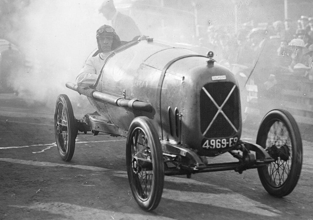 Grand Prix de Boulogne (cyclecars) 1922. Robert Benoist drives Salmson.jpg