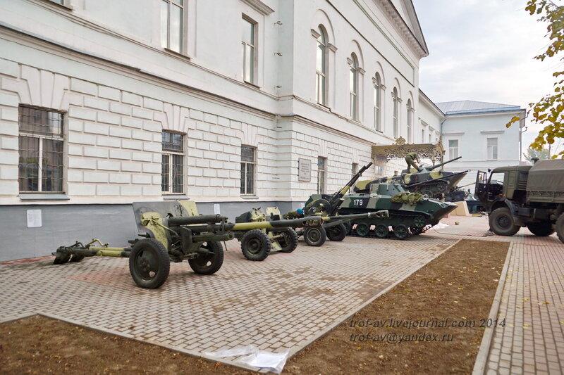 Выставка военной техники у музея истории ВДВ, Рязань