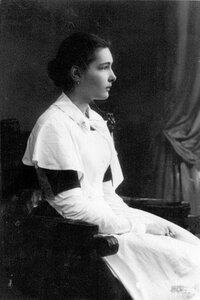 Дочь П.А.Столыпина Елена в форме воспитанницы Смольного института благородных девиц.