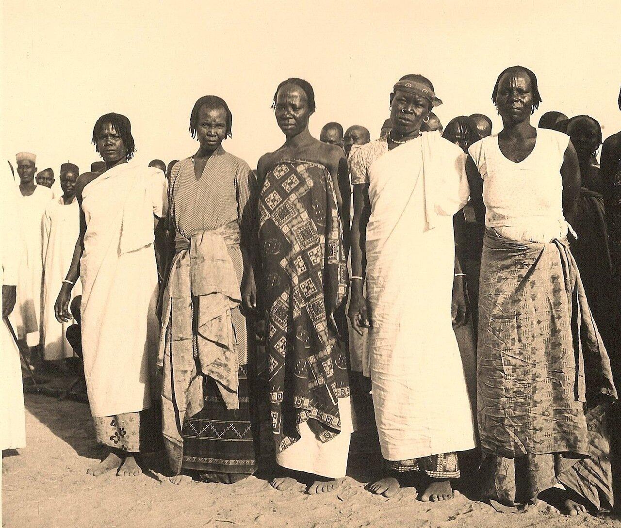 10. Группа женщин