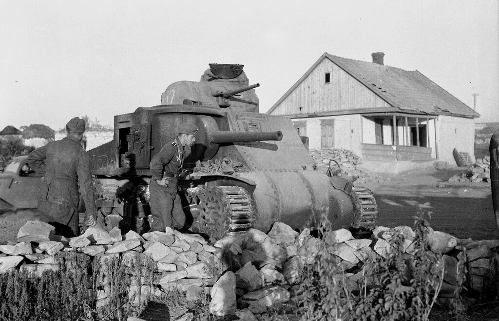 Брошенный танк М3с.