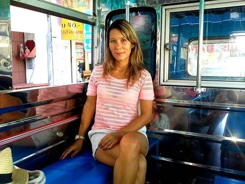Я в автобусе, едем в Пхукет таун