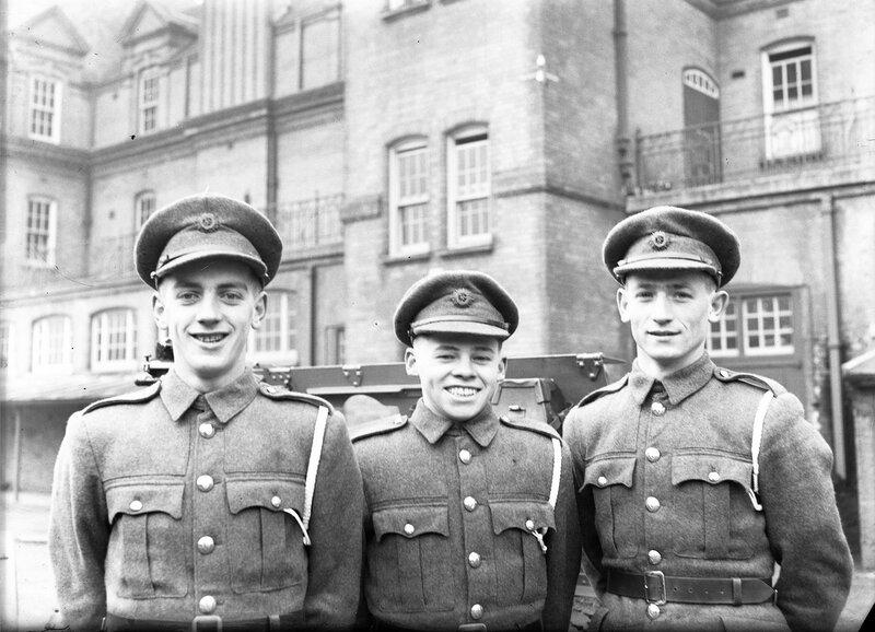 Молодые солдаты.