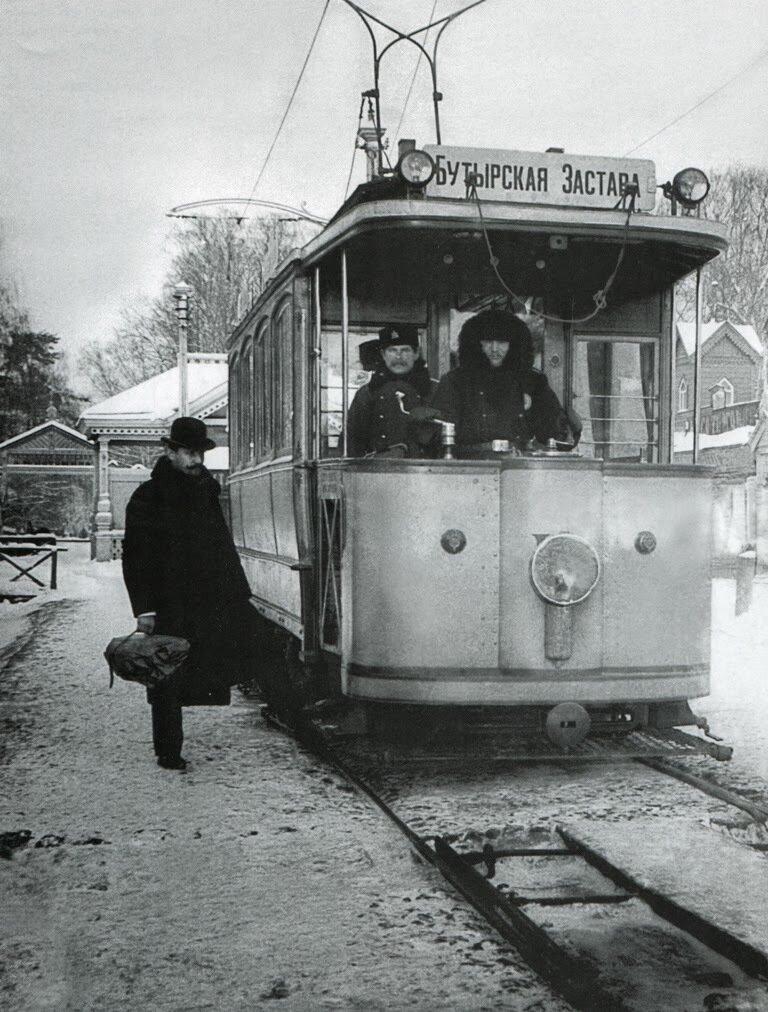 92. Один из первых электрических трамваев Москвы