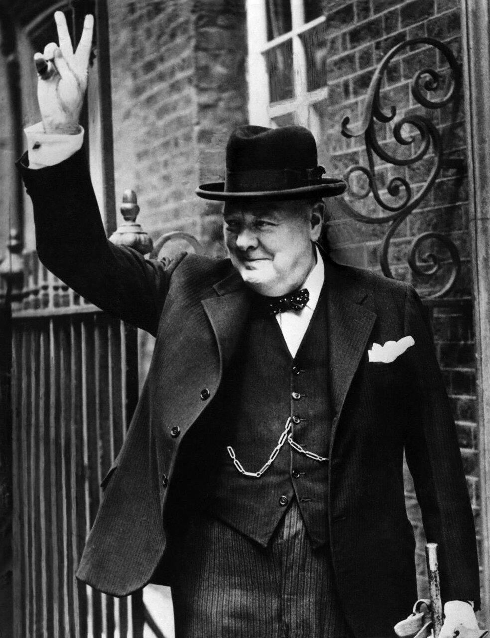1943. Черчилль делает свой знаменитый жест