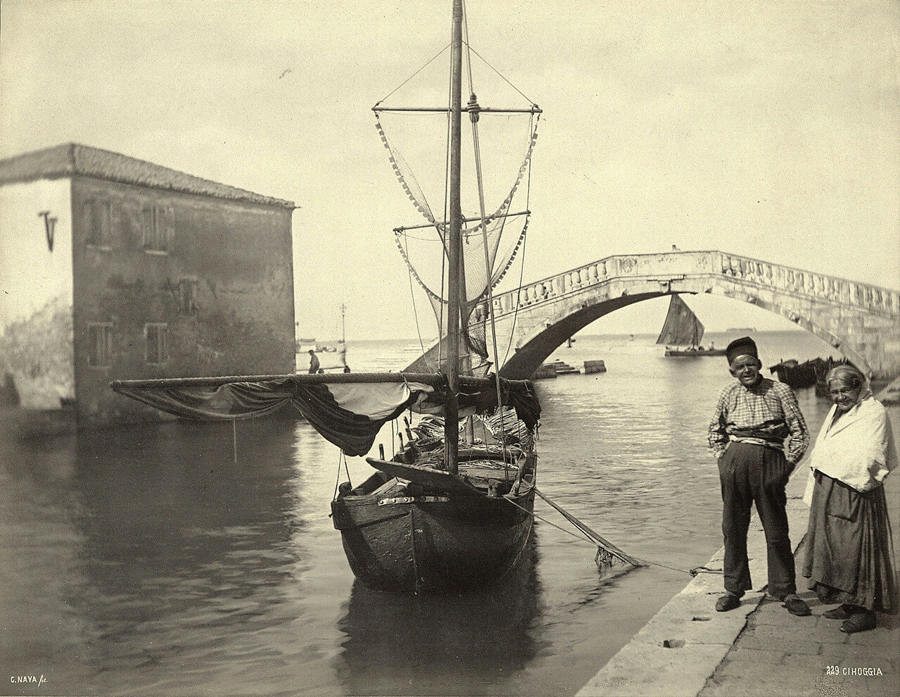 Старики и рыболовное судно в Кьоджа. 1870