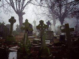 Во Франции вандалы осквернили около 300 могил
