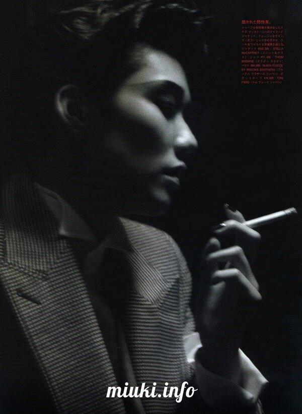 Японская модель Тао Окамото в фотосессии Поцелуй демонов
