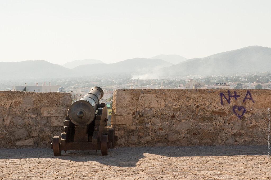 Пушка на крепостной стене Ибицы