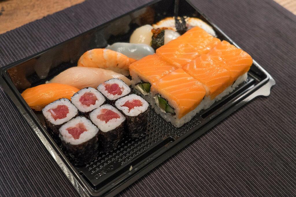 Image result for стандартный набор суши из тунца