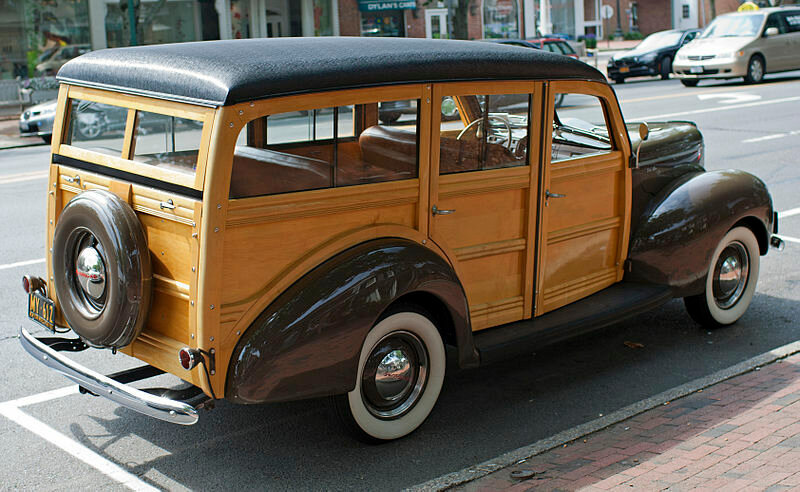 800px-1940_Ford_Woody_Wagon_rear.jpg