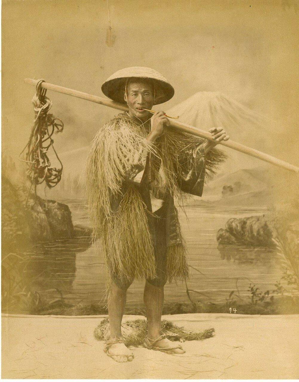 Японец с курительной трубкой