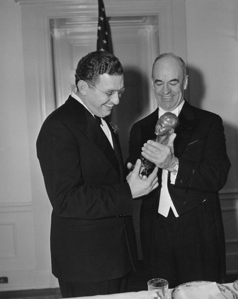 1940. Дэвид О. Селзник (награда имени Ирвинга Тальберга) с Эрнестом Мартином Хопкинсом