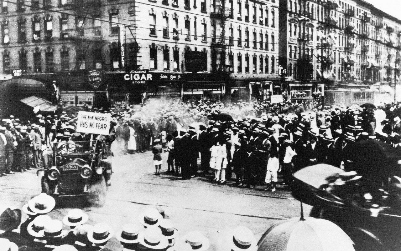 1925. Негритянское шествие на углу 35-ой и Ленокс Авеню