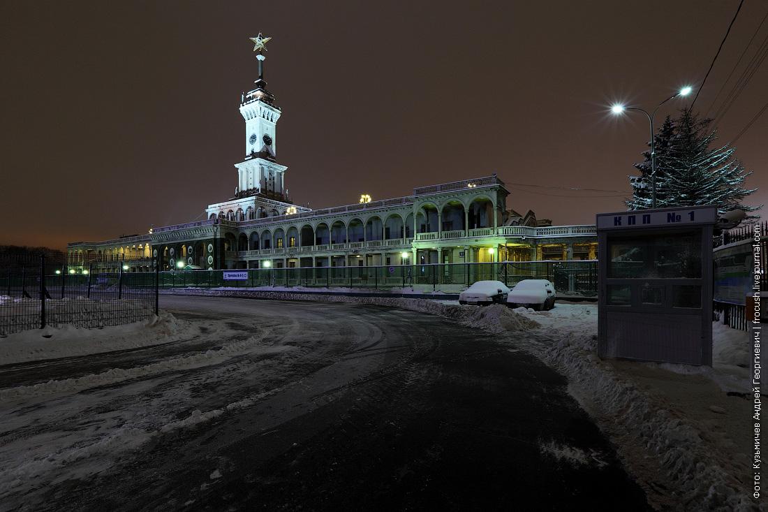 здание Северного речного вокзала ночное фото