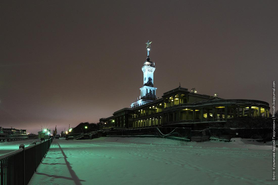 ночная фотография здание Северного речного вокзала