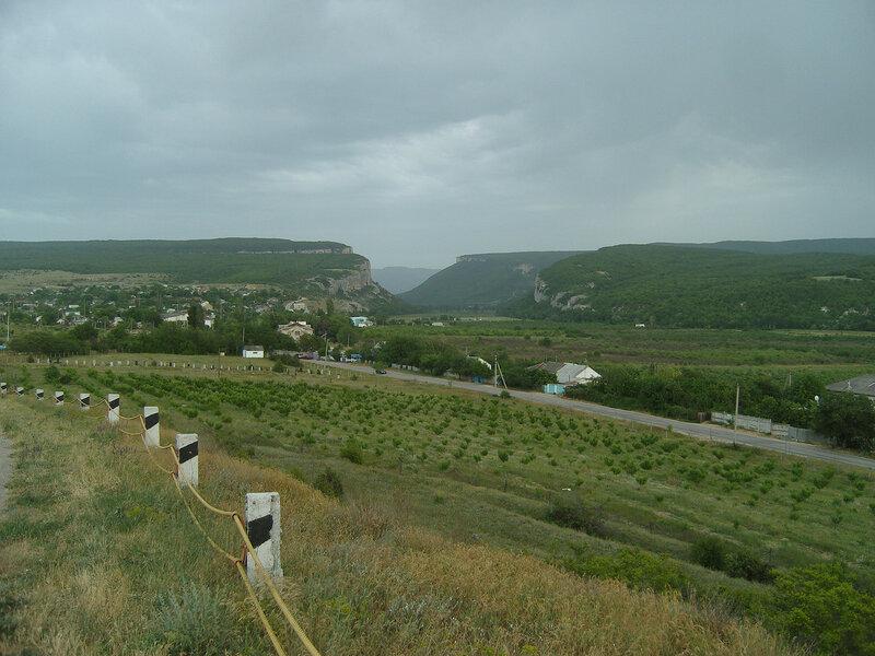 Танковое (Буюк-Сюйрен) и ущелье в долине реки Бельбек