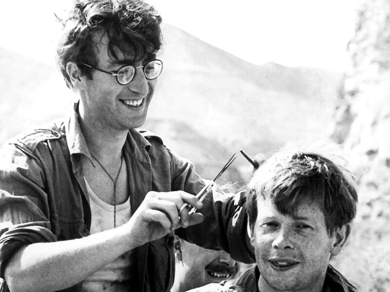 529 Джон Леннон во время съемок фильма Как я выиграл войну, - 1966.jpg