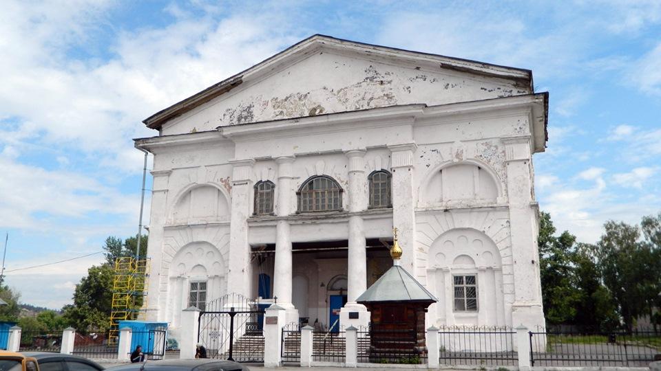 Западный фасад церкви в2013году (19.11.2014)